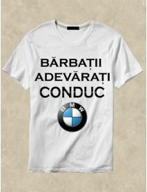 Tricou personalizat alb  - Bărbații adevărați conduc BMW